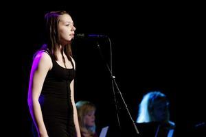 Nadja Olofsson sjöng Let it rain.