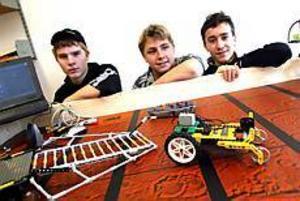 Patrik Fridh , Andreas Andersson och Mihail Nordlund är nöjda med sin femteplats i tävlingen.Arkivbild: NICK BLACKMON