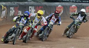 Finalheatet. Fredrik Lindgren i ledningen före Maciej Janowski, Jason Doyle och Martin Vaculik. En ordning som höll sig in i mål.