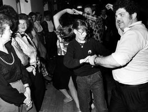 Den 13 april 1986. Dans i Lagårn i Skultuna.