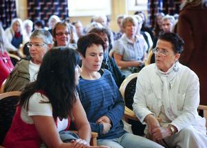 Ett hundratal omsorgspersonal från Ljusdalskommun fyllde salen på Helen Hedmans föreläsning i förvaltningshuset. Några av åhörarna kom för att lyssna på hennes föredrag för andra gången.