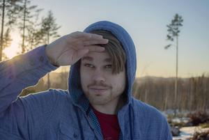 Det är en utmaning, men Jonathan Norberg trivs med att vara filmskapare i Västernorrland.