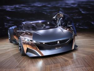 Peugeots mest spektakulära bil på salongen i Paris är ritad av den norske designern Per Ivar Selvaag och är till stora delar tillverkad i koppar.Övriga karossdelar är av mattlackerad kolfiber. Bilen drivs av en 3,7-liters V8-diesel på 600 hästkrafter plus elmotor som omvandlar rörelseenergin till 80 extra hästkrafter.