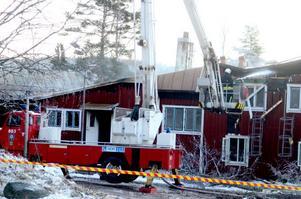 Ett elevhem på Dormsjöskolan förstördes i en brand den 28 november. De tre personer som sov i byggnaden kunde själva ta sig ut oskadda.