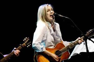 INLEVELSE. Det är rösten som är Marie Bergmans styrka, det hesa och oerhört uttrycksfulla i sättet som hon sjunger, mörkt och med kraft. Som låtskrivare är hon inte lysande, och det är talande att de bästa numren inte är hennes egna verk.