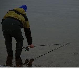 Ett sätt att få bort isen från spöringarna var att toppa ner flugspöt i vattnet som höll en högre temperatur än luften.