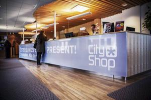 Första april lägger Cityshop ner biljettförsäljningen, men de kommer ändå hålla öppet för besökare. Foto: Frida Hansson