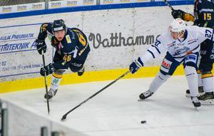 Joel Englund-Källström tampas med Tobias Sjökvist.