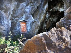 En informationsskylt finns vid gruvingången, men som har förstörts av vandaler.