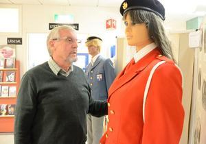 Ett sekel. Harmoni bildades 1914. Östen Nilsson har sammanställt en utställning där bland annat uniformerna finns med.