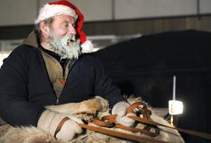 Sture Brorson bjöd på tur med häst och vagn i kylan.