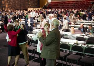 Centerstämman slutade med dans. Centerns vice partiordförande Anders W Jonsson bjöd upp Catarina Deremar från Tierp.