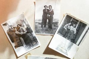 Personerna på bilderna är okända syftet är inte att påstå att de levde på det ena eller andra sättet. Det handlar om att visa på en typ av fotografier som sällan förekommer i museers utställningar, eftersom normen för hur det en gång var och vad ett museum förväntas arbeta med varit så stark, enligt Ola Hanneryd.