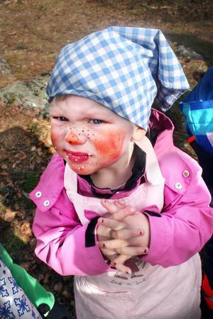 Chokladbollarna var smaskiga, tyckte påsksminkade Sonja Jonsson.