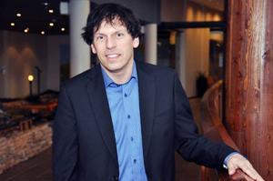 Stefan Karlsson, marknadsansvarig på Holiday club, är irriterad på Jämtkraft efter det stora värmehaveri som drabbade hotellet – och övriga Åre.