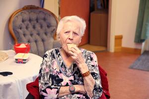 Maria Söderström, som är 102 år gammal hyllar sin handledare.