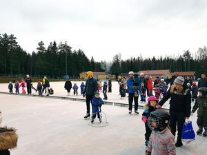 Snart kommer Grängesvallens isbana åter att vara ett populärt utflyktsmål för grängesbergare, inte minst under helgerna. Foto: Privat