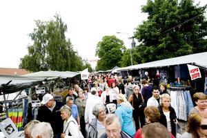 BÖRJAR I MORGON. Ockelbo marknad drar i gång på fredag och håller på hela helgen. Över 400 knallar och två tivolin kommer att finnas på plats.