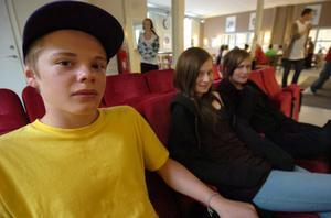 Max Eriksson, 14 år, Mathilda Hagman, 13 år, och Elin Arvidsson, 13 år har blivit antagna till friskolan Lust & Lära. Deras föräldrar anmälde dem ganska omgående och om de inte trivs kommer de byta tillbaka till Gärdet, resonerar de.