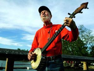 I vår fyller folkmusiklegenden Pete Seeger 90 år och jämtländska kören Mozaik kommer att åka till USA för att fira honom vid miljöfestivalen Clearwater vid midsommar.