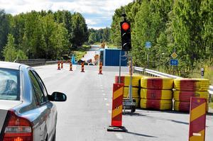 Rött ljus. Det tar ett par minuter extra att komma förbi Storå nu. Samma sak gäller söder om Vedevåg.