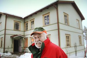 – Ingen har trott mig, säger Anders Hammare, som fått hälsoproblem på grund av luften i lägenheten.