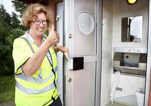 Rastplatsvärdarna ska även se till att faciliteterna håller måttet. Det gör toaletten på Näsbysjöns rastplats, anser Katarina Thyrestam.