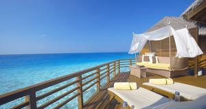 Maldiverna. En 126 kvadratmeter stor trävilla, med privat pool och rumservice dygnet runt, det är vad du får på Baros. Här går du rakt ned i havet. Från dyra 9 500 kronor per natt.