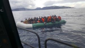 73 personer trängdes i gummibåten som drev ut från Turkiet.