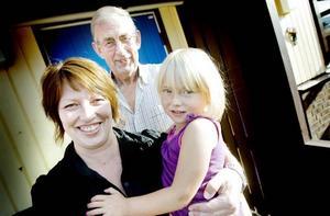 TRE PÅ SAMMA DAG. Morfar Roger Skog, dottern Jessika Skog och dotterdottern Jolin Skog fyller alla år 16 september.