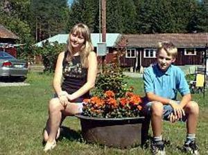 Foto: MARIANNE LUNDQVIST På sommarbesök. För femte året tillbringar Olea Baranova från Ukraina sommaren hos Ing-Marie Johansson i Axmarby.  - En alla tiders storasyster, tycker sonsonen Markus.