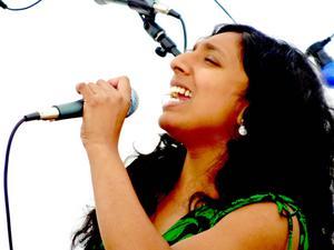 Caroline Moberg från Jormvattnet underhöll på Sommarmusik i Frostviken förra året. Hon kommer at underhålla även i kväll.