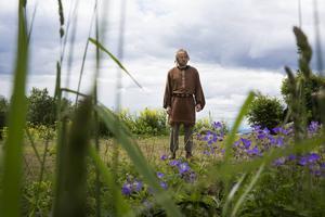 Arnljot, spelad av Peter Mellgren.