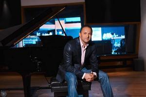 """Kan vinna. Svenska producenten Nadir """"RedOne"""" Khayat är flerfaldigt Grammy-nominerad efter sitt samarbete med Lady Gaga."""