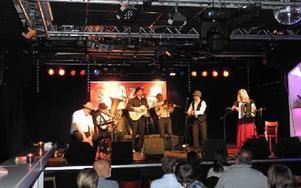 Tibble Transsibiriska spelade romsk musik på Borlänge jazzklubb. Foto: Lennart Götesson
