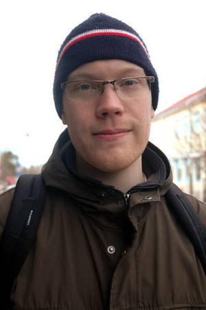 Henning Persson, 28 år, Uppsala, miljöskyddshandläggare:– Rusta upp fasaderna i centrum så att det ser trevligt ut för dem som kommer till Tierp och reser igenom här. Det skulle bidra till en trevlig bild av orten.