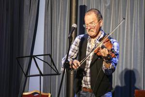 Janne Krantz spelade, sjöng och skämtade både högt och lågt.