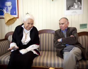 Framme hos Dagerman. Författaren och aktivisten Nawal El Saadawi tar emot pressen i Dagermanrummet. På plats är också Arne Ruth, ordförande i juryn som tilldelat henne årets Dagermanpris. Det delas ut vid en ceremoni i morgon lördag.
