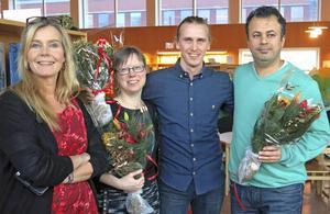 Årets kulturpristagare Sara Hagström Andersson, Claes Wallgren och Bakhtiar Rahim tillsammans med deras chef Petra Jonsson (till vänster).