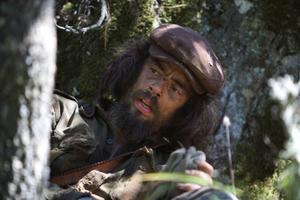"""S:t Che. Benicio Del Toro spelar ett revolutionärt helgon utan gränser i """"Che – Gerillaledaren"""". Foto: Scanbox"""