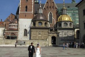 Det gamla kungaslottet Wawel hör till Krakows främsta historiska sevärdheter och hit kommer många nygifta för att låta sig fotograferas.