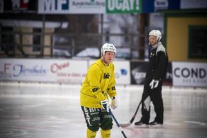 Johan Berglund toppar elitseriens busliga. Nu ska hans Ljusdal ta sig an Gripen i kvalpremiären.