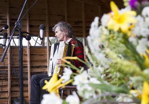 Klint-Olle Jonsson uppträdde ensam med några av sina dragspel.