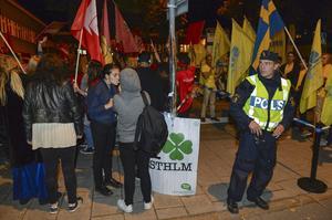 Medlemmar i olika politiska ungdomsförbund utanför tv-huset på Gärdet under valrörelsen 2014.