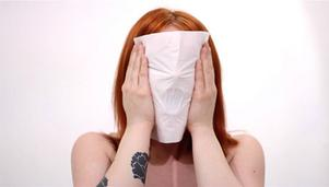 "Ur ""Breathing through tissue paper"" av Sara Edbom."