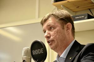 Pär-Ove Lindqvist, Moderaterna – Vi har ett valtekniskt samarbete, inom ramen för Alliansen, som vi vill fortsätta med även efter valet. Vi har inte fått någon signal från de partierna om att de skulle vilja bryta upp det samarbetet, så målet är en majoritet med allianspartierna. Men rent kampanjmässigt går vi till val som enskilda partier.