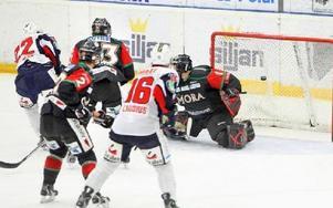 SPIKEN. Växjös Daniel Åhsberg avgjorde matchen när han satte sitt friläge fram till slutresultatet 2–5.