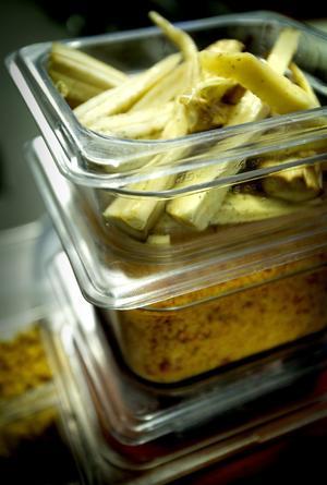 Mer sallad. Utbudet av sallad är alltid stort på Sörbyskolan. På fredagen var palsternacka en tio olika varianter.