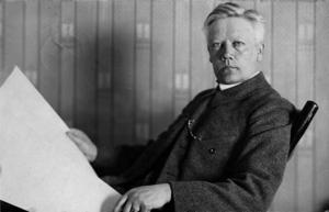 """Herman Lundborg skaffar sig en ny fotografisk utrustning våren 1916. """"Är du nöjd med din nya kamera?""""undrar väninnan Anna Bielke i ett brev. Den följande sommaren komponerar han sina motiv och miljöbakgrunder allt mer medvetet."""