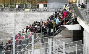 Flyktingar vid gränsstationen Hyllie i Malmö under hösten 2015 när gränskontroller infördes.